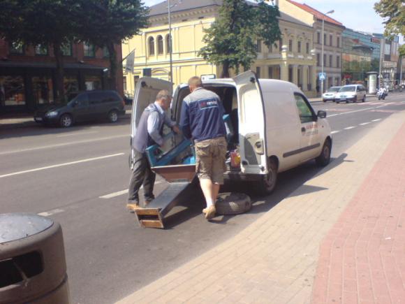 Taksofonai išmontuojami ir pačiame Klaipėdos centre, nes ir čia jų poreikis tėra menkas.