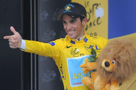 """Iki """"Tour de Frace"""" pabaigos likus vos 3 etapams A.Contadoras varžovus lenkia jau daugiau nei 4 minutėmis."""