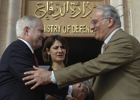 Teroro išpuolis surengtas tuo metu, kai į Bagdadą atvyko JAV gynybos sekretorius Robertas Gatesas (kairėje).
