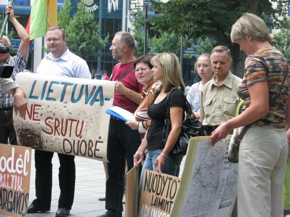 Žaliųjų akcija prieš aplinkos taršą.
