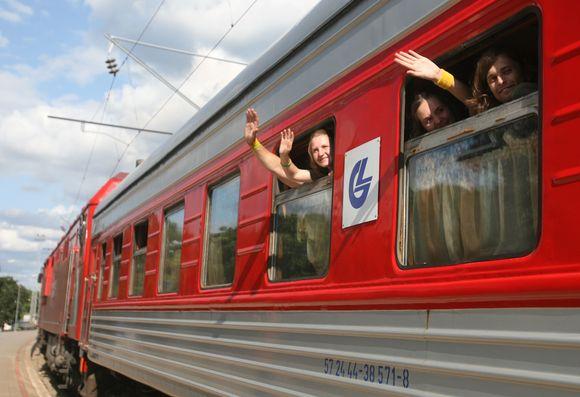 """Šeštadienio popietę iš Vilniaus geležinkelio stoties išlydėta antroji šių metų projekto """"Misija Sibiras"""" grupė."""