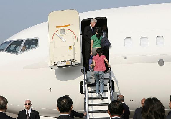 Billas Clintonas į JAV iš Šiaurės Korėjos išvyko su abiem žurnalistėmis