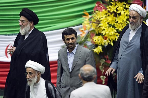 Mahmoudas Ahmadinejadas prisaikdintas antrai prezidento kadencijai