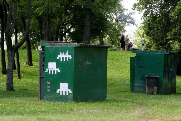 Sezoniniai viešieji tualetai veikia žmonių gausiai lankomose vietose - parkuose, paplūdimiuose.