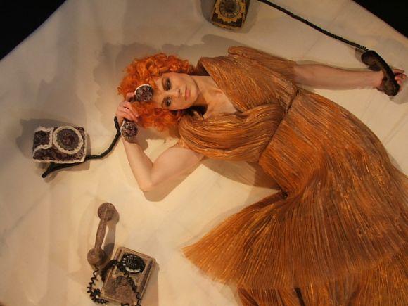 """Akimirka iš spektaklio """"Rudens stiliaus moteris""""."""