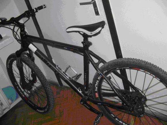 Šio dviračio šeimininkas prašomas paskambinti į Kauno policiją vienu iš nurodytų telefono numerių.