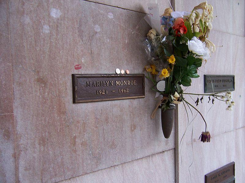 """Marilyn Monroe kripta """"Westwood Village Memorial Park"""" kapinėse"""