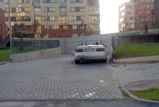 Jonažolių g. Vilniuje sudegintas automobilis