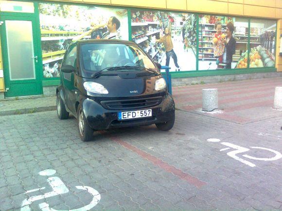 Fotopolicija. Automobilis Smart.