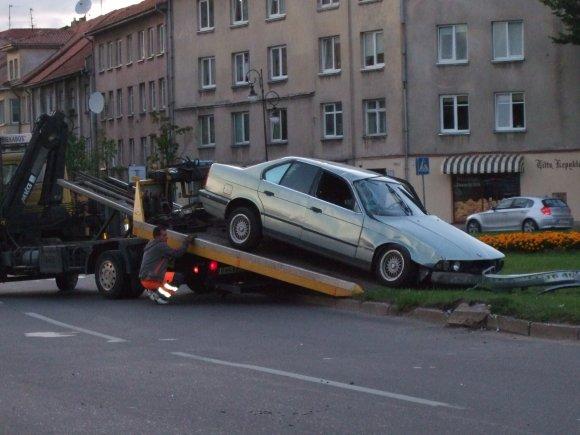 Klaipėdos centre - automobilio skrydis.