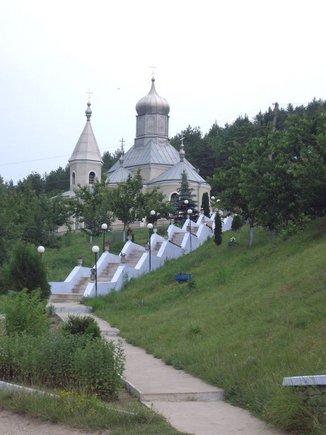 15min.lt skaitytojos Danguolės Imbrasaitės nuotr./Casautzi vienuolynas –jaunavedžių mėgstama vieta.