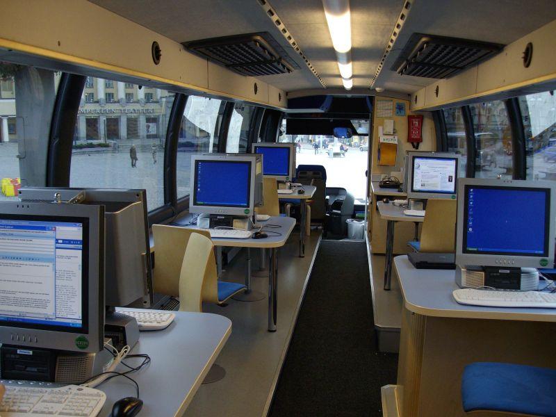 Po miestus partnerius keliaujantis bibliobusas yra mobili biblioteka. Iš išorės įprastai atrodančioje transporto priemonėje yra įrengtos šiuolaikiškos darbo vietos su kompiuteriais, interneto ryšiu ir panašiais dalykais.