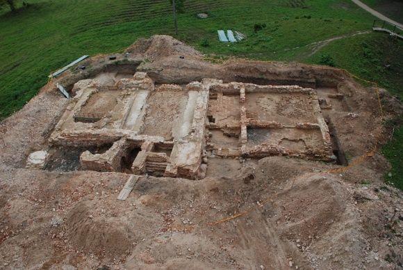 8-ių Radvilų giminės atstovų palaikai buvo rasti 2004-aisiais Dubingių piliavietėje. Dar trejetą metų truko, kol jungtinės antropologų, istorikų, menotyrininkų ir archeologų pajėgos palaikus identifikavo.