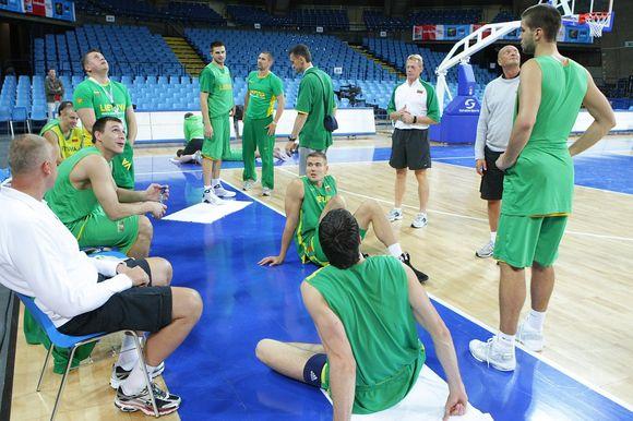 Lietuvos rinktinė intensyviai ruošiasi Europos vyrų krepšinio čempionato kovoms.