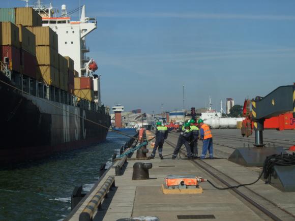 """Į Klaipėdą atplaukė ilgiausias ir didžiausios talpos per visą jūrų uosto istoriją konteinerinis laivas """"MSC Aniello""""."""