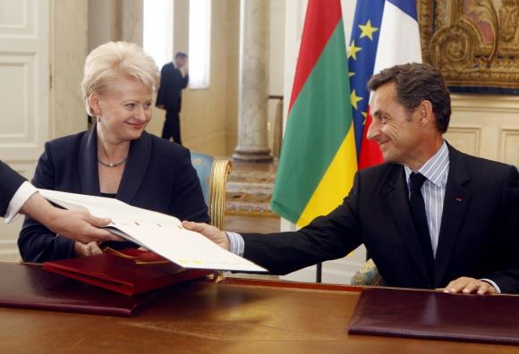 D.Grybauskaitės ir N.Sarkozy susitikimo metu Lietuvos trispalvė buvo pakabinta netinkamai.