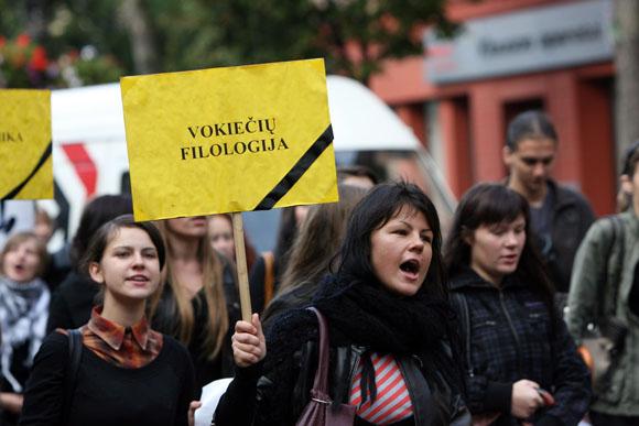 Vilniaus Universiteto Kauno Humanitarinio Fakulteto studentai rengė akciją, kuria buvo siekiama atkreipti visuomenės bei akademinės bendruomenės dėmesį į planuojamą Vilniaus Universiteto Kauno Humanitarinio Fakulteto reorganizavimą ir likvidavimą