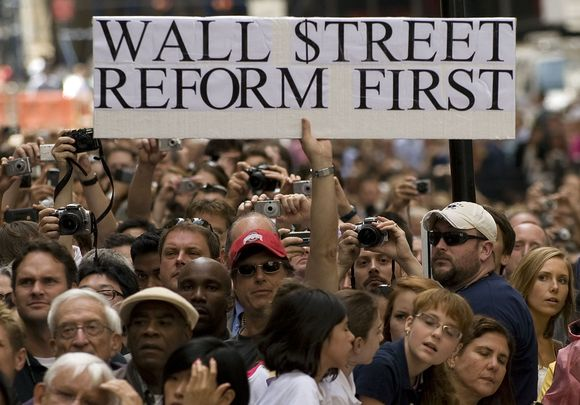 B.Obamai sakant kalbą apie finansų krizę prie Niujorko federalinės rotušės susirinkę amerikiečiai reikalavo reformuoti finansų sektorių.