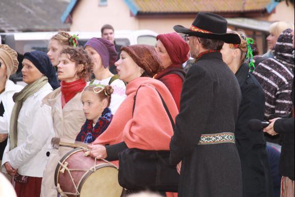 Skambėjo folkloro ansamblių dainos.