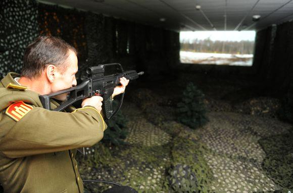 Karo akademijoje pristatytas atnaujintas lazerinis treniruoklis