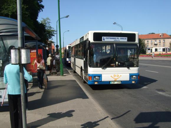 Kai kurie autobusų keleiviai tvirtina negalintys pasipildyti mėnesinio elektroninio bilieto prekybos centro kasose.