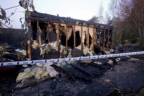 Medinis namelis, kuriame kilo pražūtingas gaisras.