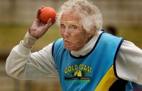 Šimtametė R.Frith laimėjo aukso medalį ir pagerino planetos rekordą