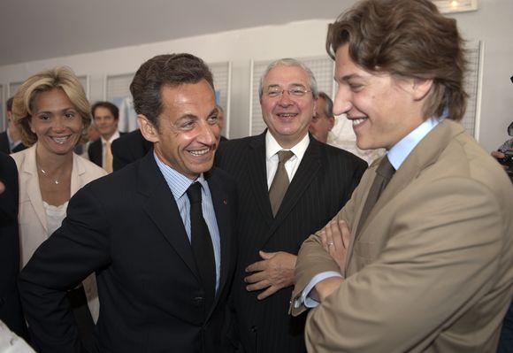 Jeanas Sarkozy (dešinėje) su tėvu Nicolas Sarkozy.