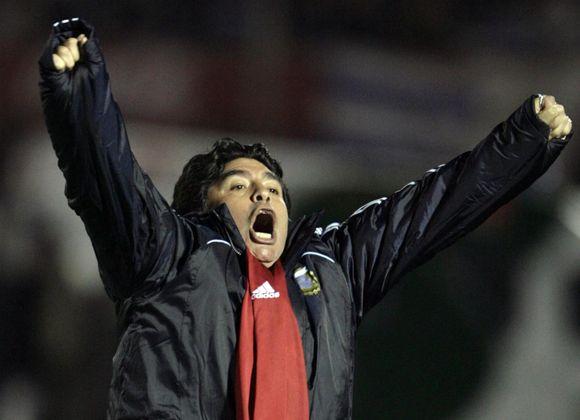 D.Maradona džiaugiasi su Argentinos rinktine laimėjęs paskutinį kelialapį į pasaulio čempionatą