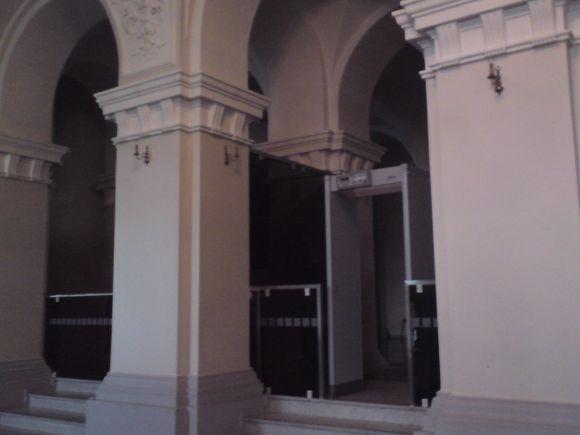 """""""Pypsintys"""" teismo rūmų vartai"""