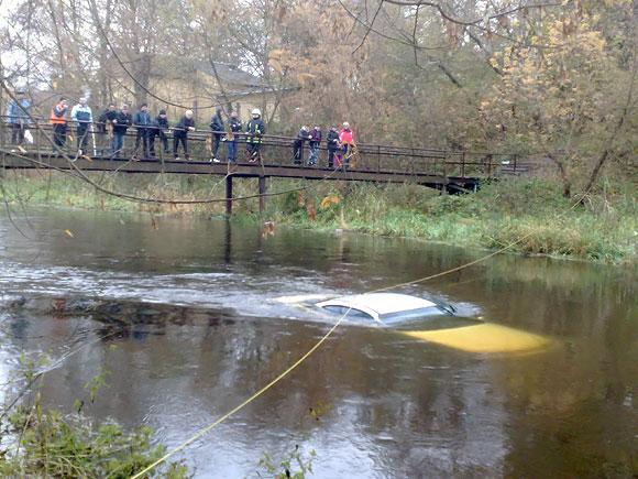 Naujoje Vilnioje nuskendęs automobilis