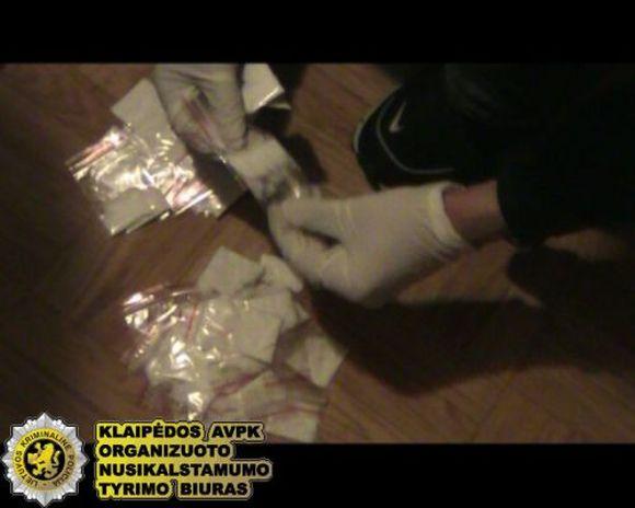 Po uostamiesčio pareigūnų operacijos išaiškinta grupuotė, prekiavusi narkotikais.