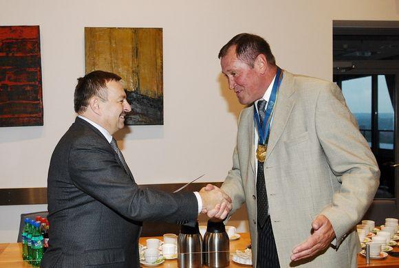 Savivaldybėje pagerbti veteranų Olimpinių žaidynių nugalėtojai