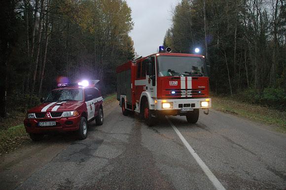 Ugniagesiai važiuoja į įvykio vietą