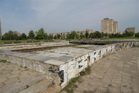 Čėčėnijos aikštė pagaliau sulaukė rekonstrukcijos pradžios.