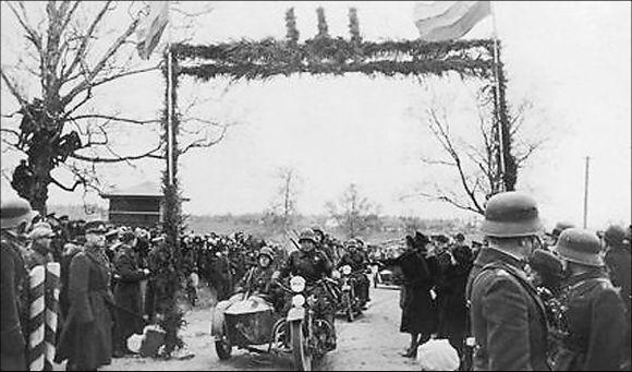 Motorizuoti pėstininkai kerta buvusią demarkacijos linija ties širvintomis 1939 m. spalio 27-ąją.