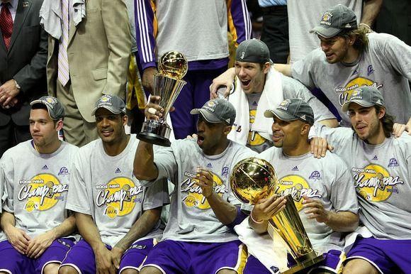 Ar pavyks Los Andželo krepšininkams apginti titulą?