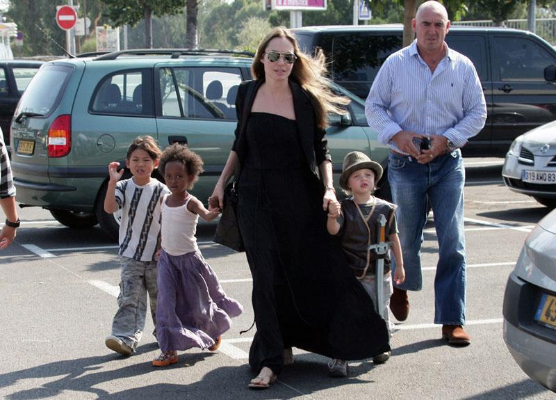 Foto naujienai: Angelina Jolie  ir Bradas Pittas: priklausomybė nuo vaikų