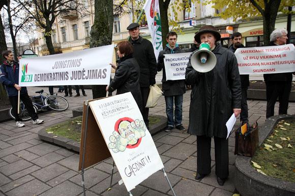 """Nepolitinės piliečų asociacijos """"Jungtinis demokratinis judėjimas"""" piketas Kaune"""