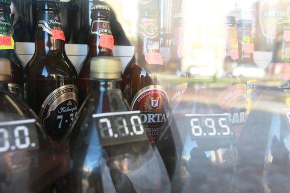 Uždraudus prekybą alumi kioskuose, šie bus priversti užsidaryti, o bedarbių gretas papildys ne tik juose dirbę žmonės, bet ir smulkieji aludariai.
