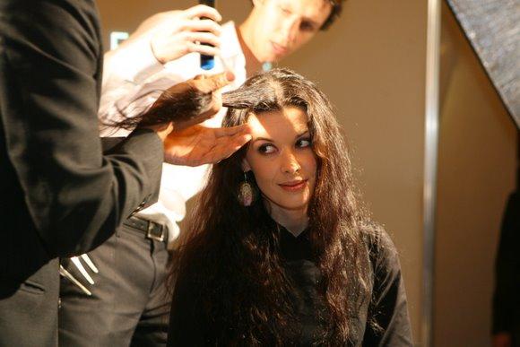 Naujų plaukų priežiūros priemonių pristatymas sulaukė būrio žinomų veidų