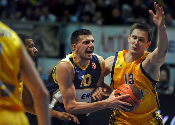 P.Jankūnas (dešinėje) vedė savo komandą į pergalę