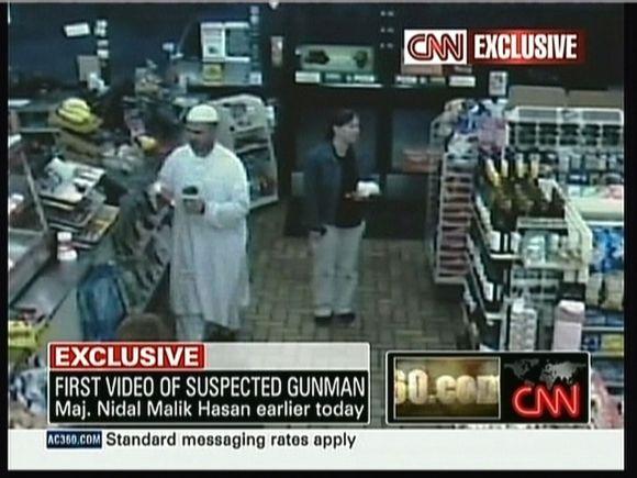 Majoras Nidalis Malikas Hasanas prieš egzekuciją ramiai bendravo parduotuvėje.