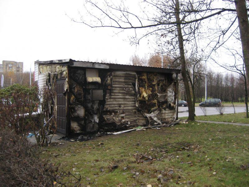 Įtariama, jog kioskas buvo padegtas
