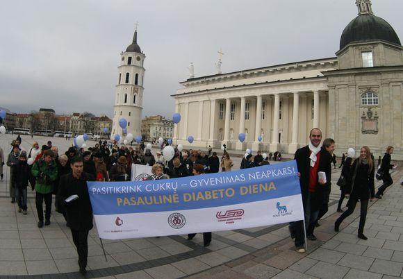 Lapkričio 14-ąją pasaulyje minima Tarptautinė diabeto diena. Skirtingais duomenimis, šia liga Lietuvoje serga nuo 5 proc. iki 9 proc. gyventojų, o visame pasaulyje yra per 285 mln. diabetininkų.