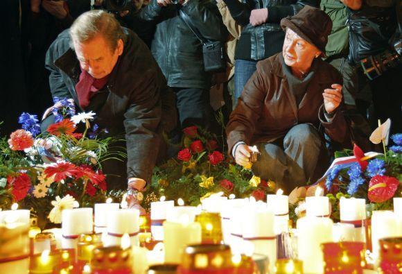 Prezidentas Vaclavas Havelas pagervė aksominės revoliucijos didvyrius