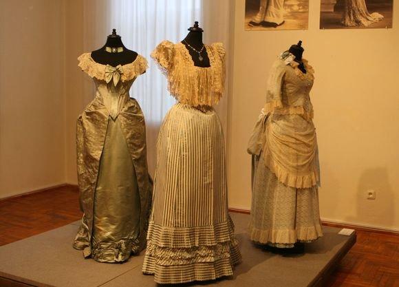 Irmanto Gelūno/15min.lt nuotr./Radvilų rūmuose pristatoma mados istoriko kolekcija Karalienės Viktorijos laikų mada 1830  1900 m.