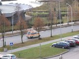"""15min.lt skaitytojo nuotr./Krovininiu taksi paverstas specialiosios paskirties automobilis su švyturėliais ir užrašu """"Ambulance""""."""