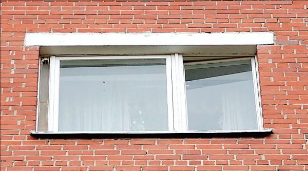 Apleisto buto langas buvo atviras daugiau kaip pusmetį.