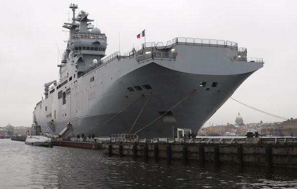 """Amfibinis """"Mistral"""" karo laivas puikiai pritaikytas išlaipinti greitojo reagavimo pajėgas ir tiksliai vadovauti tiek jūroje, tiek sausumoje vykdomai operacijai."""